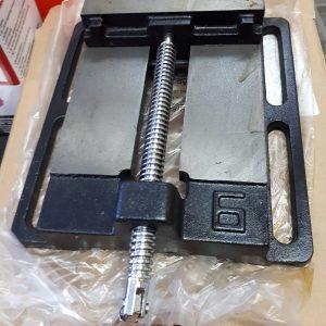 Étau de machiniste 6 pouces NEUVE et press drill 6 pouces de machoire Prix $59.95